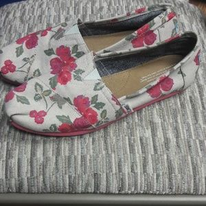 Womens sz 8 TOMS cute floral print shoes
